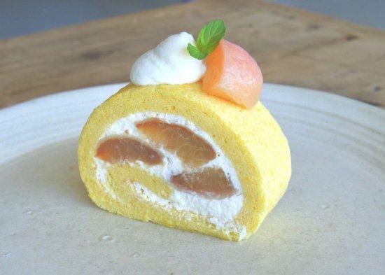桃のロールケーキ[1].jpg